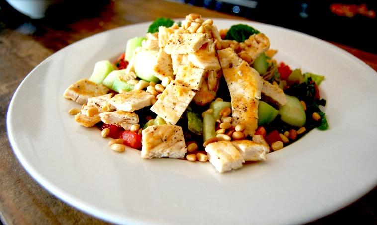 Рецепт дня: салат с курицей …
