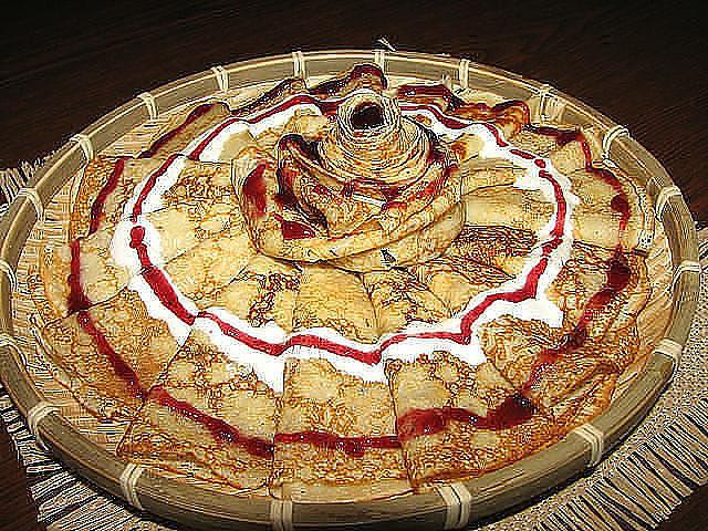 Как красиво уложить блины на тарелке
