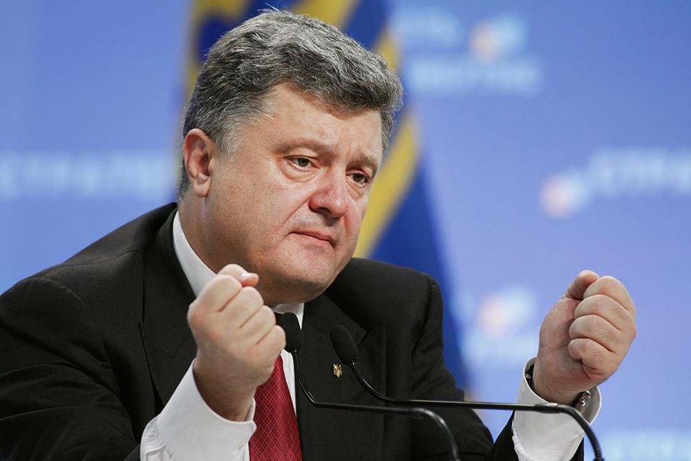 """Порошенко заявил, что ведет в Донбассе """"настоящую горячую войну"""""""