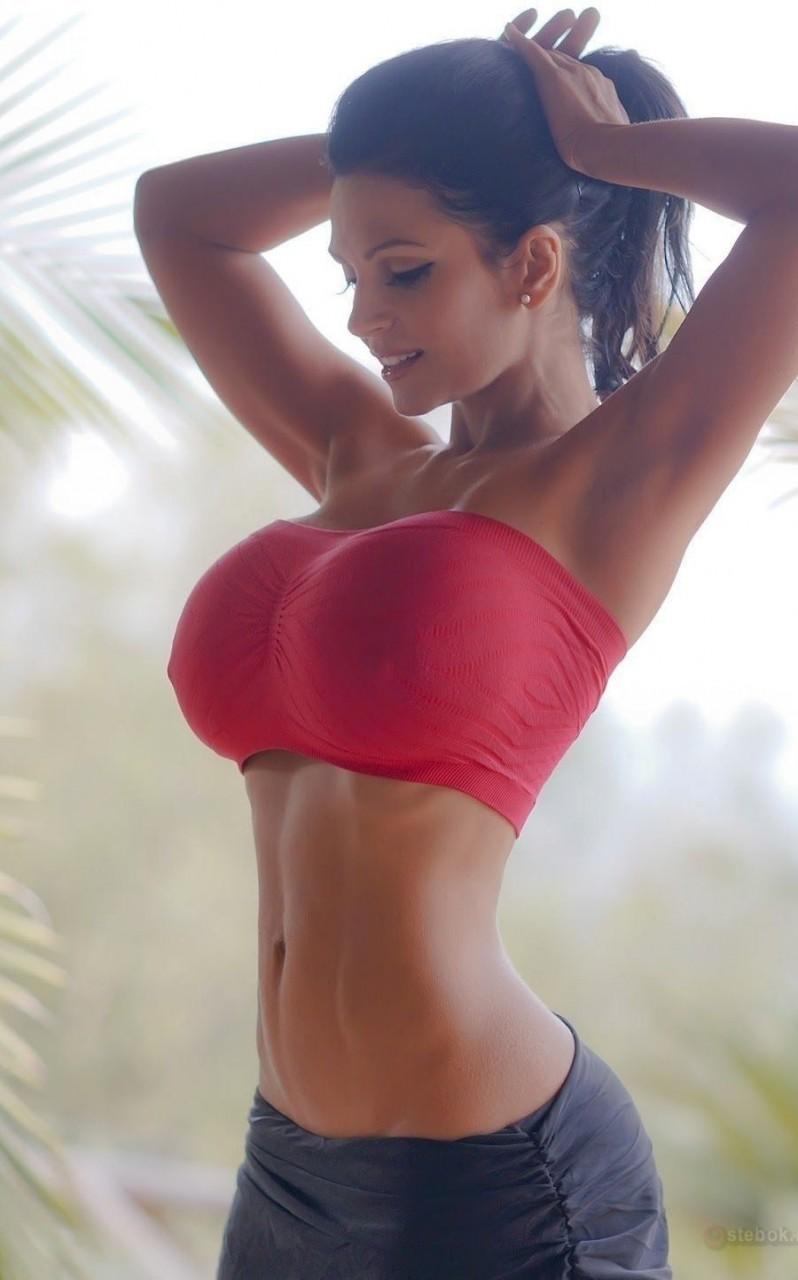 Пышные груди девочки частное фото ню 17 фотография