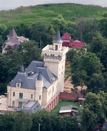 Замок Максима Галкина (© eg.ru)