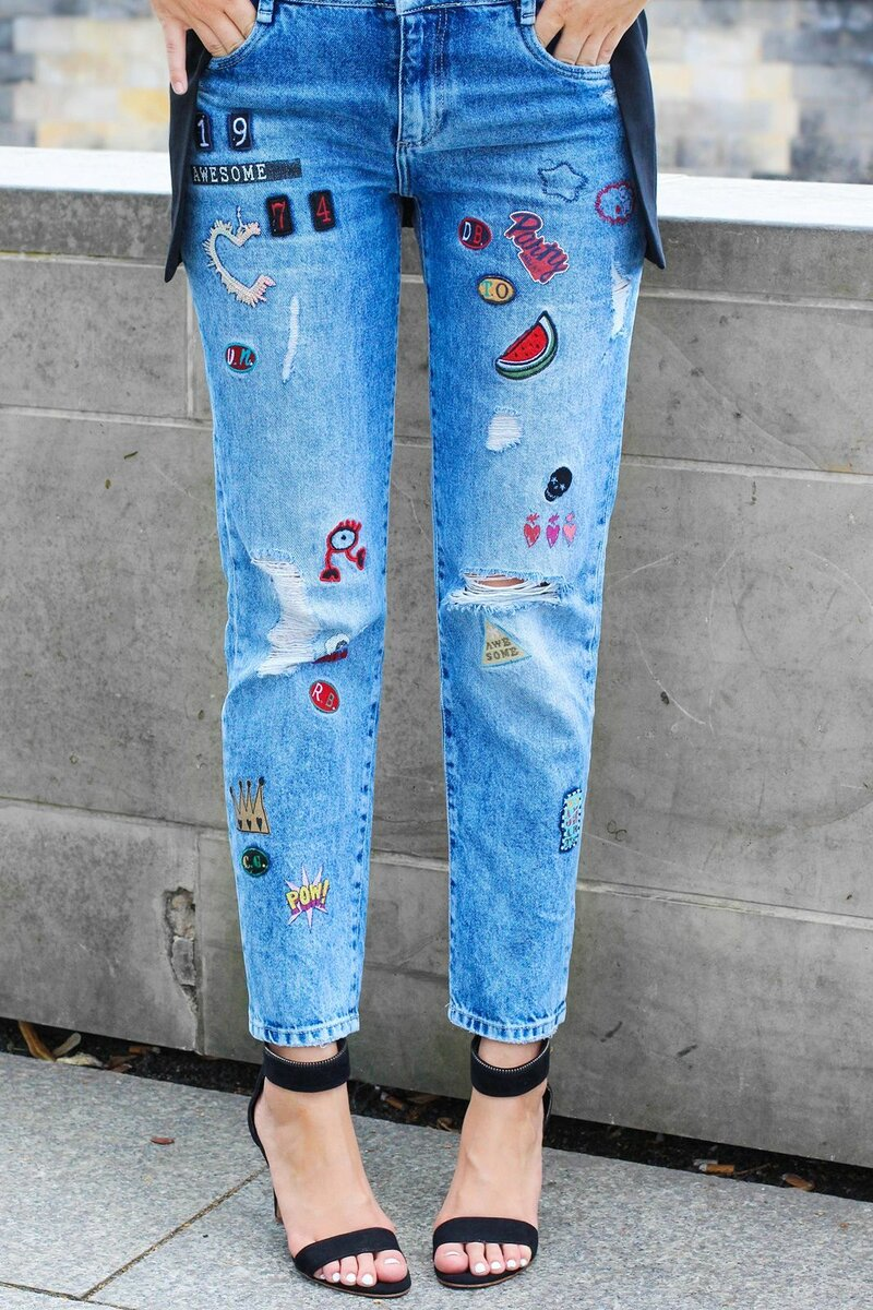 Женские джинсы с декором. /Фото: i.pinimg.com