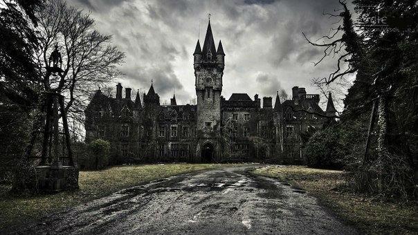 7 потрясающих заброшенных замков 4