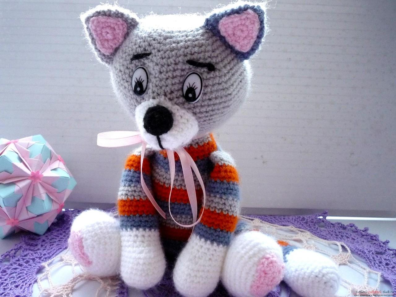 По нашему подробному мастер-классу вязания крючком игрушки получается полосатый вязаный кот.. Фото №23
