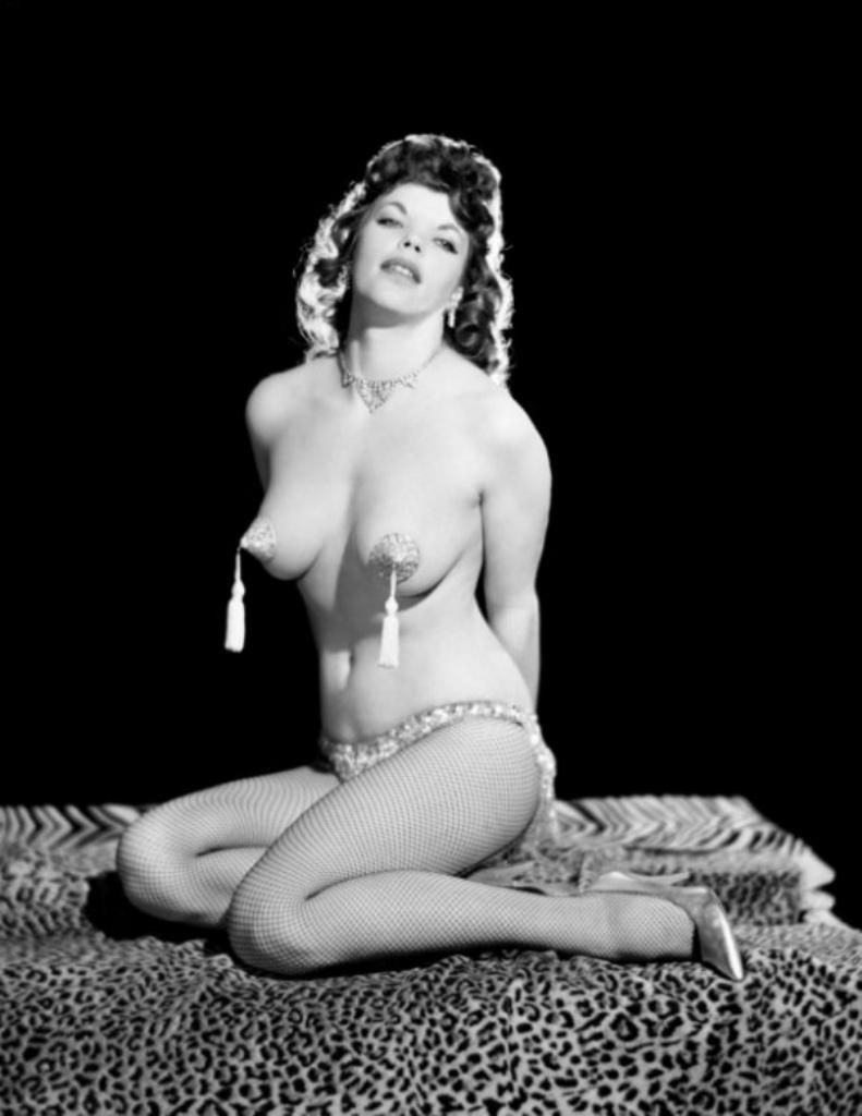 Henita striptease sexy video