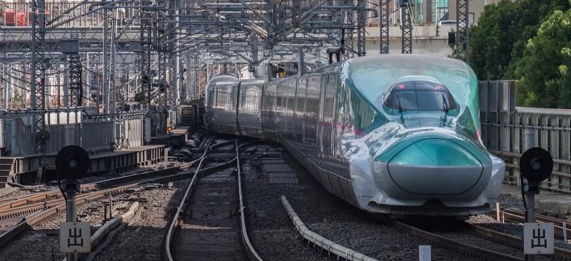 поезд и железная дорога