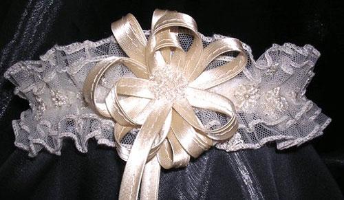 Подвязка для невесты в готовм