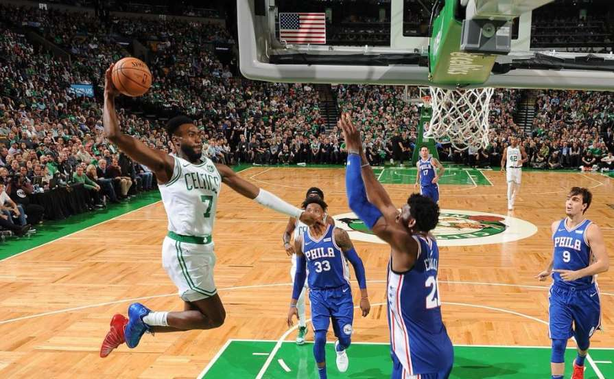 «Бостон» открыл сезон победо…