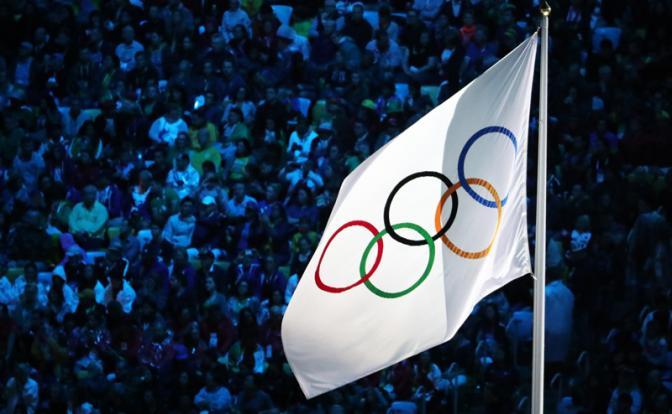 Зачем  российские спортсмены едут на игры выступать под белым флагом(флаг капитуляции) и терпеть очередное унижение?