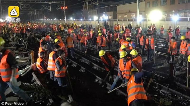 Китайские рабочие за ночь построили железнодорожную развязку и сняли процесс на видео