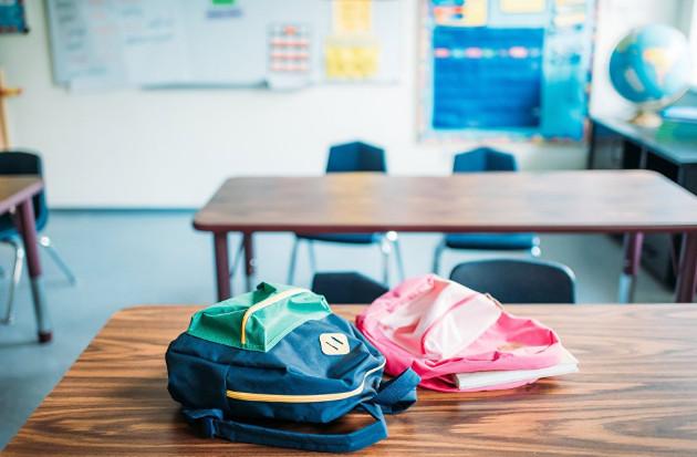 В качестве последней просьбы женщина попросила вместо цветов принести на ее похороны рюкзаки со школьными принадлежностями для детей из малообеспеченных семей
