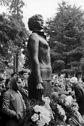 Открытие памятника Надежде Курченко  в Сухуми, 1972 год. Фото: А. Поликашин / РИА Новости