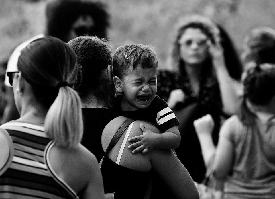 Почему ребенок бьется головой обпол истены: основные причины такого поведения, мнение психолога