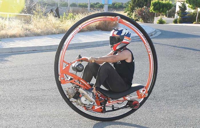 Экстремальный Monowheel меняет представление о городском транспорте