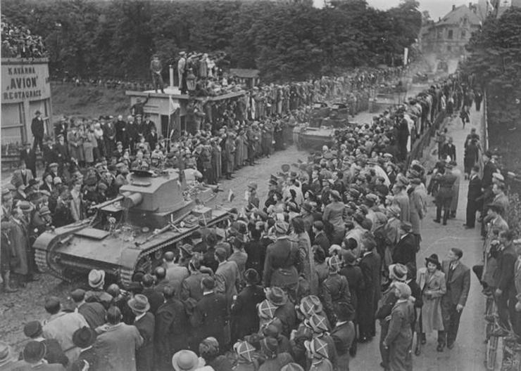 Польские войска входят в чехословацкий город Тешин