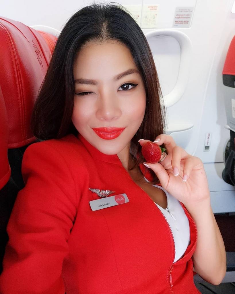 Внимание, взлетаем! 15 горячих стюардесс сведут тебя с ума (обещаем)