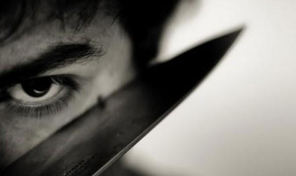 На волоске! В Крыму взбешённый мужчина пытался зарезать родную сестру