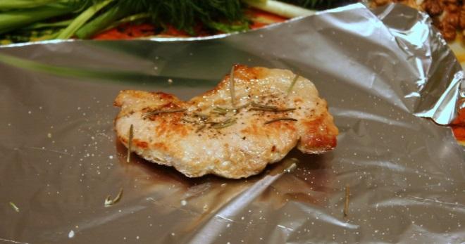 Свинина в духовке в фольге — рецепты запеченных рульки. буженины, шашлыка, ребрышек