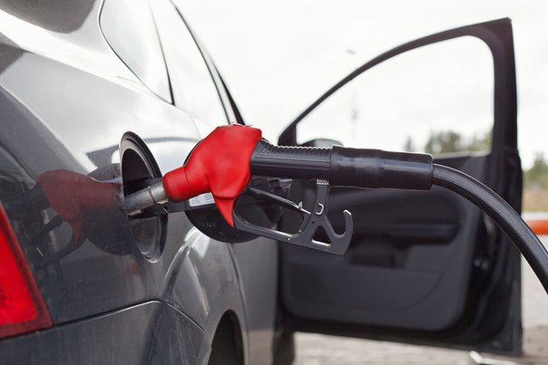 Бензин начал дорожать по всей России