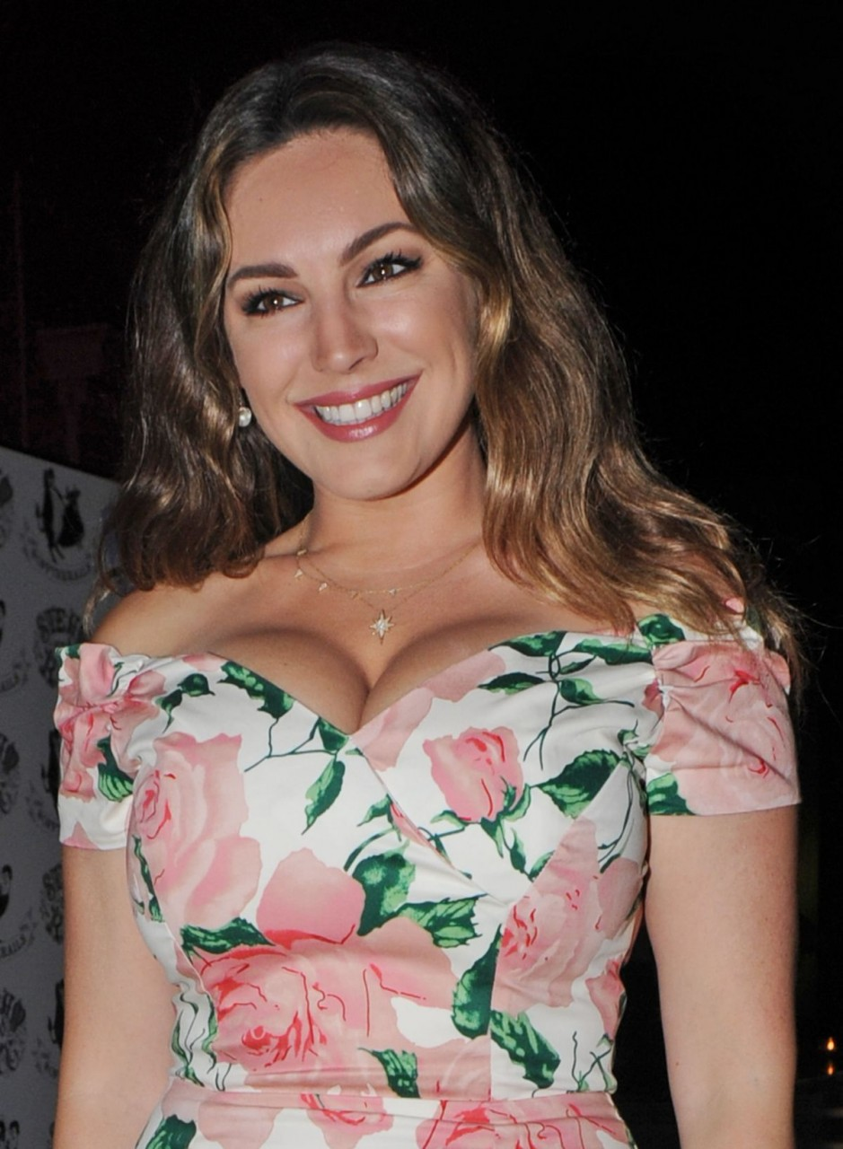kelly-brook-at-steam-and-rye-tropical-party-in-london-06-02-2016_1