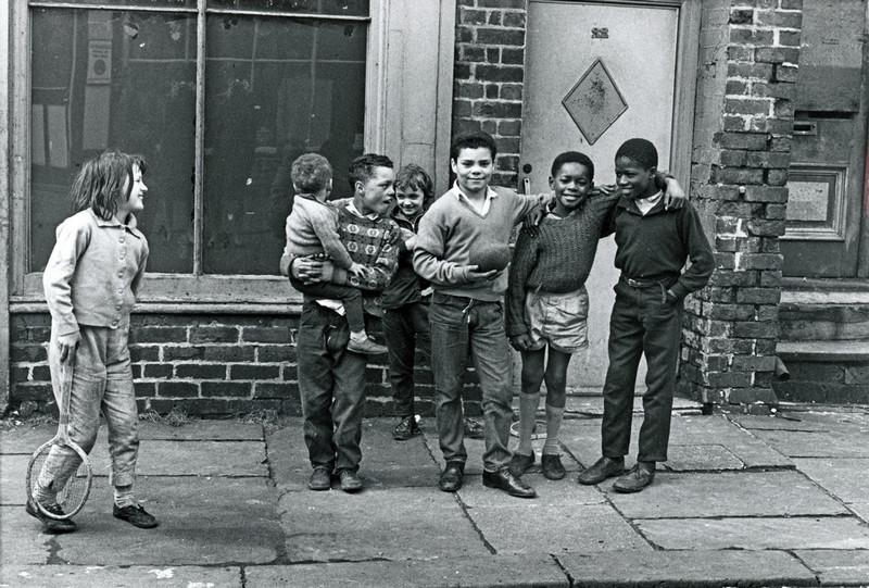 Обаяние трущоб Манчестера в фотографиях Ширли Бейкер 1960-х годов 22