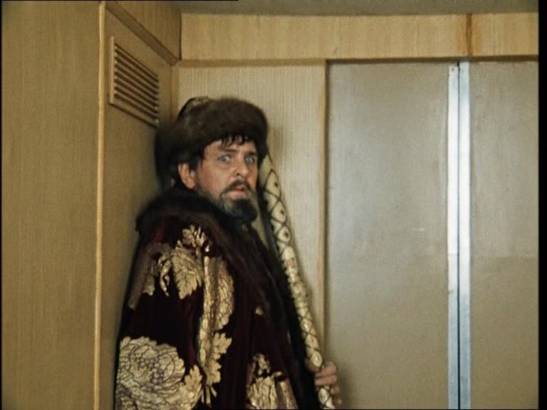 Москвичей насмешили новыми правилами пользования лифтами