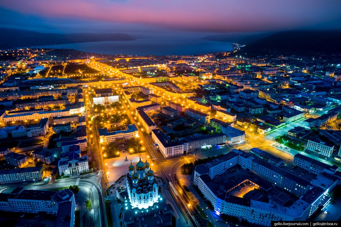 Магадан с высоты - суровый город у моря
