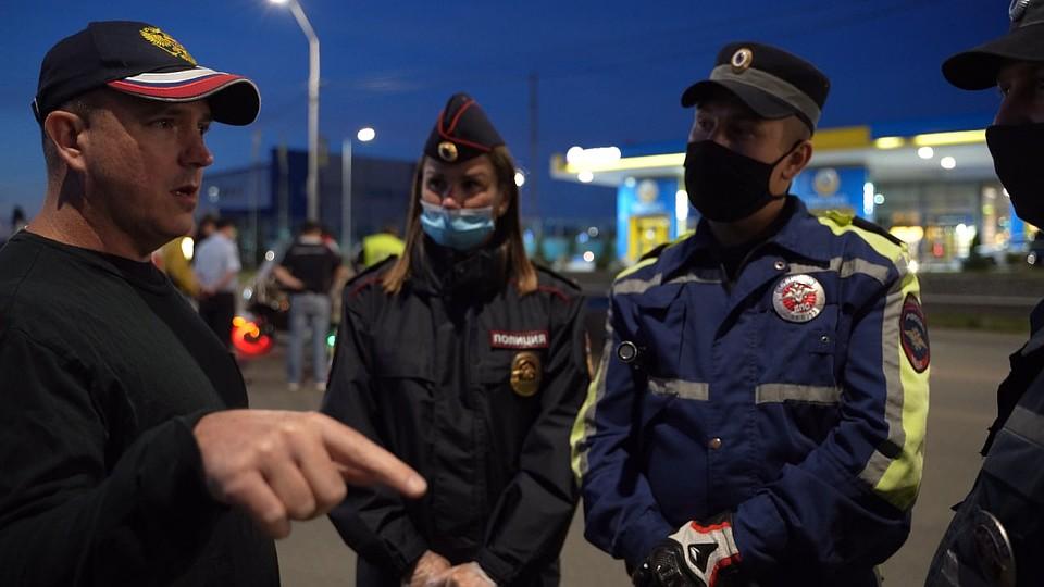 «У вас — взятки, у нас — трупы»: полицейский из США сбежал в Россию, он сравнил копов двух стран