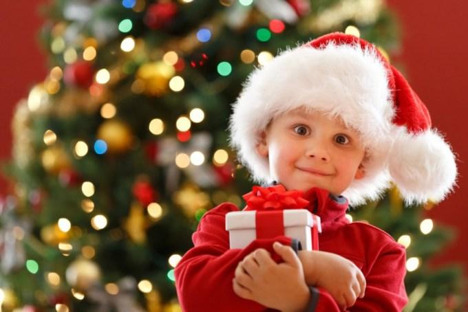 Как пережить новогодние утренники: советы для родителей малышей и подростков