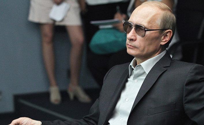 Каменное лицо Путина