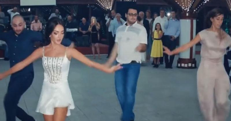 Грузины пустились в пляс на свадьбе. За их ногами невозможно уследить!