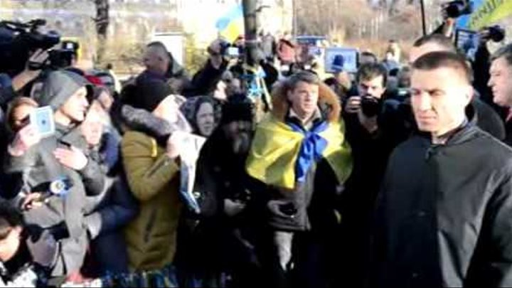 Это начало: Украинцы прогнали Порошенко под крики позор тебе!