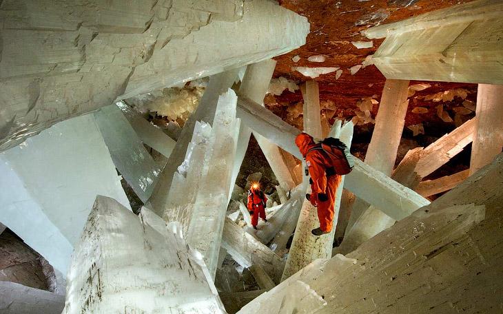 Пещера огромных кристаллов