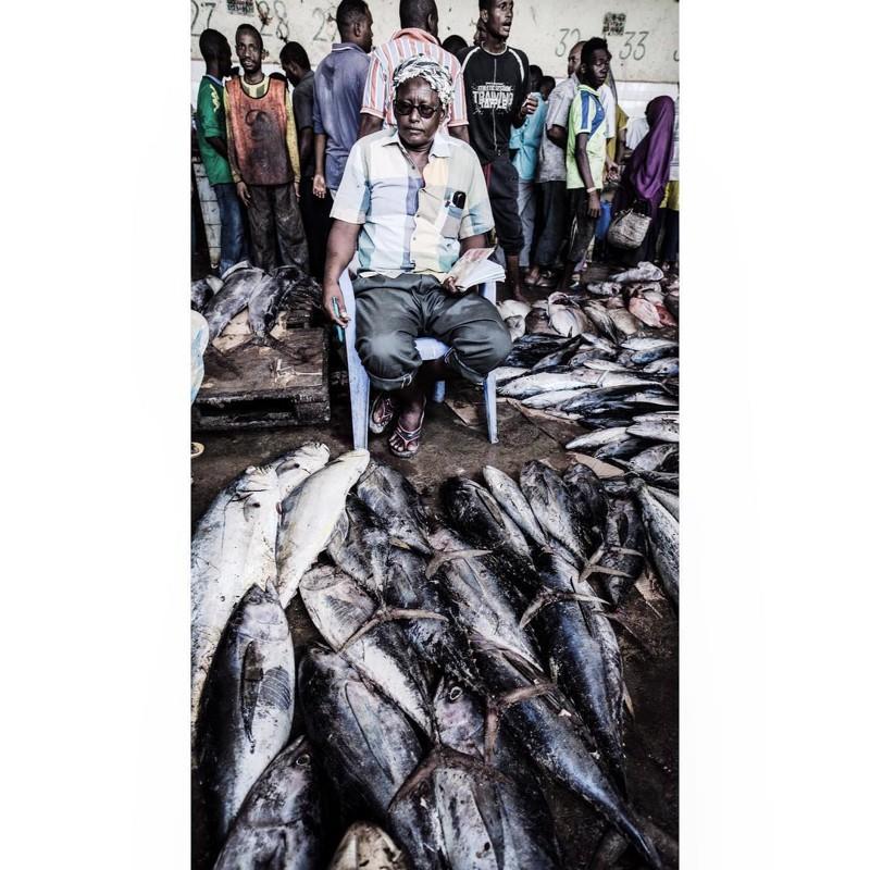Местный рынок Могадишо, жители Сомали, сомали