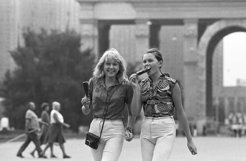 Девушки 30 лет назад и сейчас: найди 10 отличий! Разница просто колоссальная…