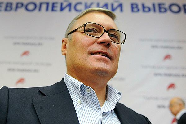 Касьянов плачется украинцам: Меня уволили за уступки Киеву