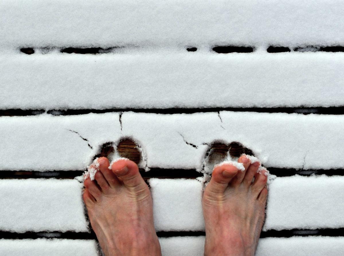 Как охлаждение ног связано с простудой