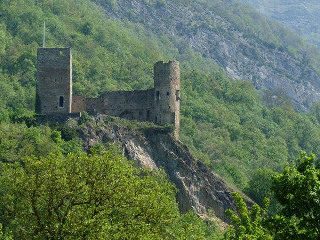 Развалины замка СенСавер Франция Фото detourspyreneenscom