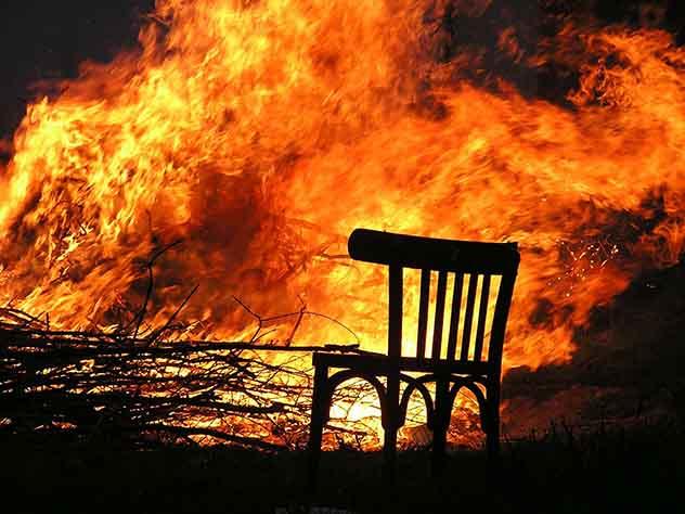 При пожаре в дачном доме под Новосибирском погибли двое детей
