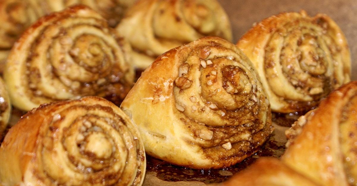 Вкусный и сытный ореховый рулет - 2 рецепта