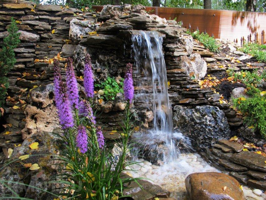 Пруд, водопад, ручей на участке — 26 оригинальных идей