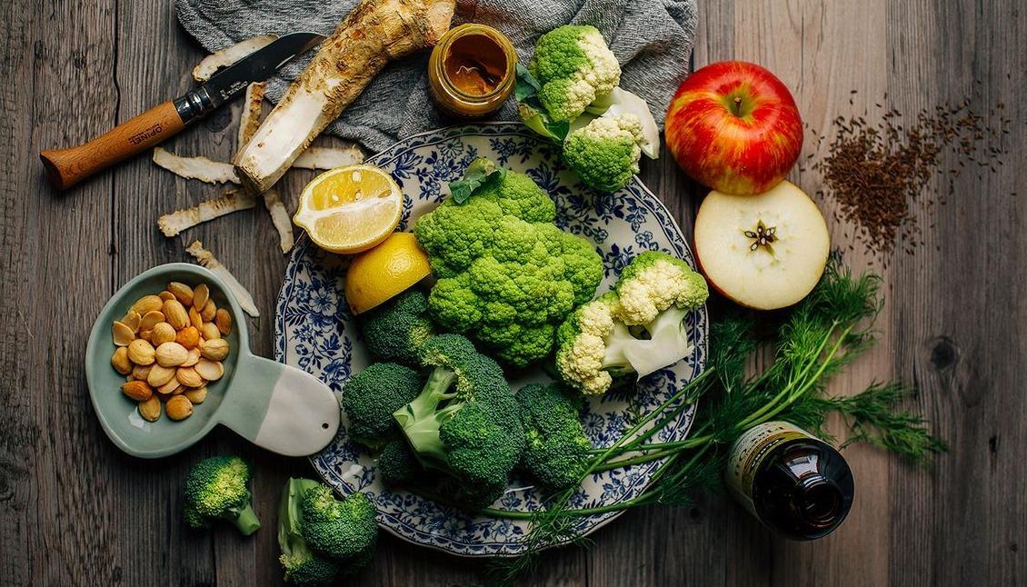 Оригинальные и полезные салаты из сырой брокколи