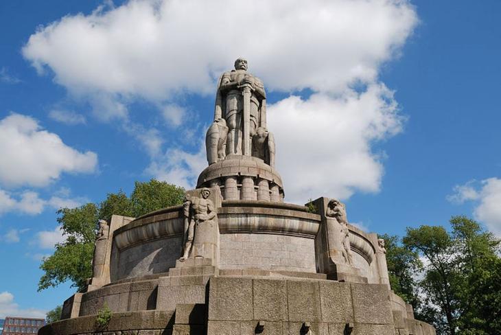 Памятник Бисмарку