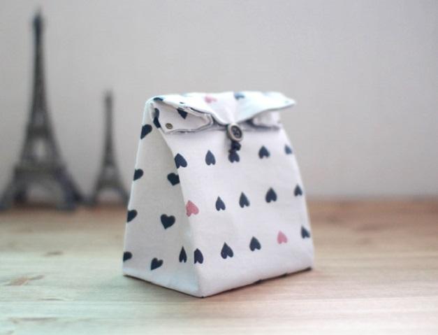 Подарочный пакет из ткани своими руками будет смотреться гораздо эффектнее