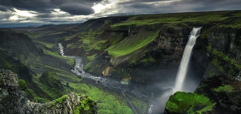 В это время года средняя температура воздуха днем составляет 13 градусов по Цельсию дрон, исландия, кадр, красота, мир, природа, съемка