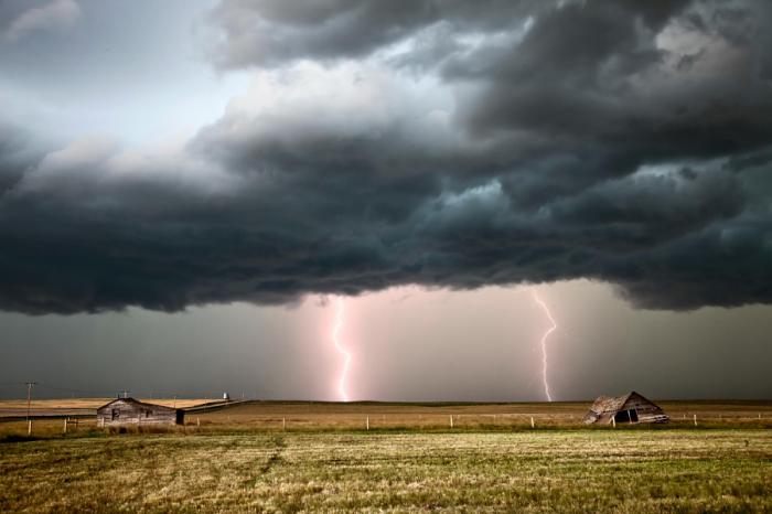 Штормовые облака прериями. Автор фотографии: Марк Даффи.