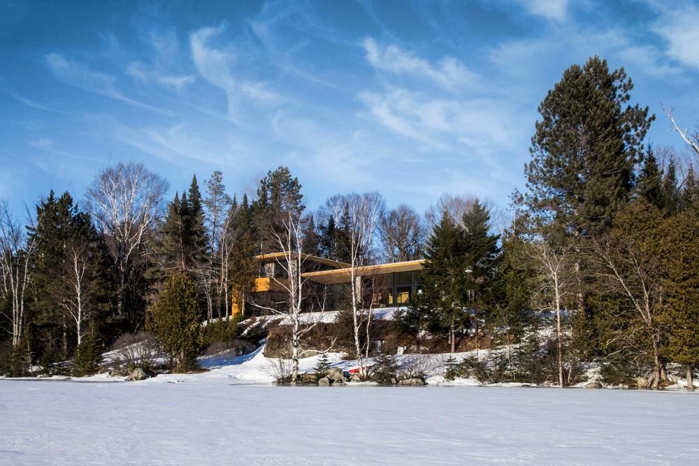 Резиденция на берегу озера в Канаде