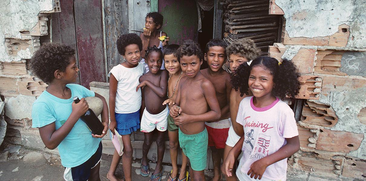 Дети из бедных семей отстают в развитии мозга