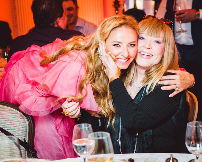 Песков дружески спел с Киркоровым и только самые близкие: День рождения Татьяны Навки в ресторане Butler