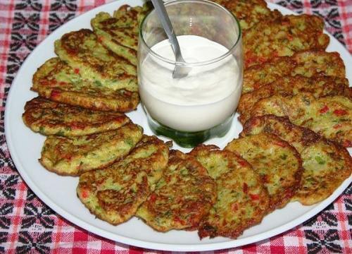 Кабачковые оладушки с болгарским перцем.